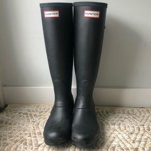 Size 6 black matte Hunter Rain Boots
